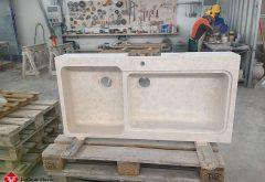Lavello grande in pietra