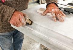 Base per altare in marmo in lavorazione