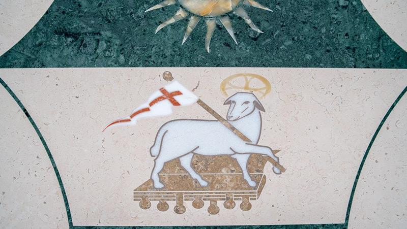 stemma-vescovo-in-pietra